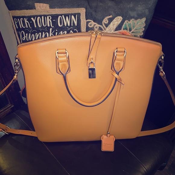 Vicenzo Handbags - 🌺Beautiful Vicenzo Leather handbag 🌺